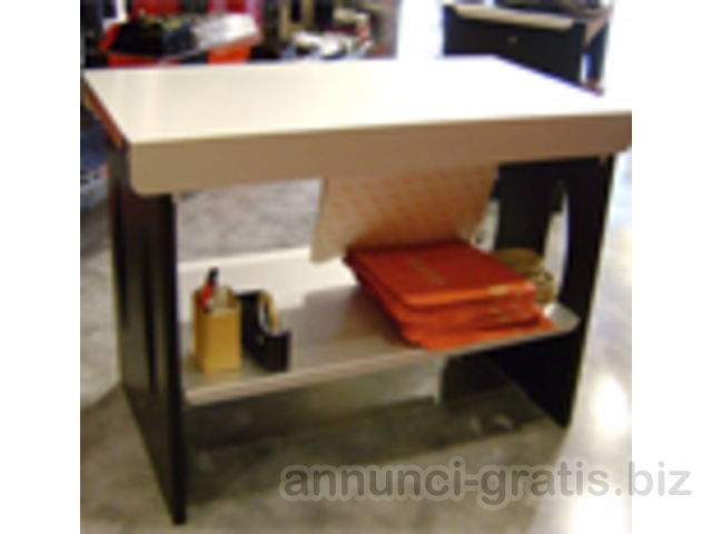 Arredamento completo per negozio abbigliamento roma for Arredamento gratis