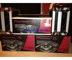 2x Pioneer CDJ-2000 Nexus & 1x DJM 2000 Nexus Mixer + coffin case + headphones